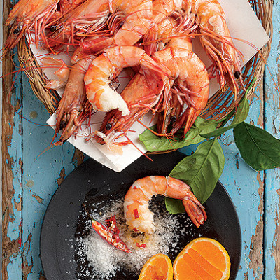 Steamed prawns with hot pepper mandarin salt