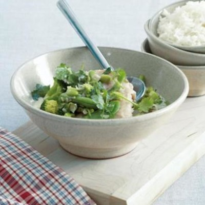 Steamed sole and green vegetables with Thai-style coconut sauce