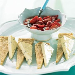 Strawberry compote with gorgonzola and walnut shortbread