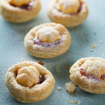 Strawberry jam puff tartlets