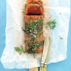 Sugar and salt-cured Norwegian salmon