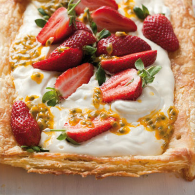 Summer berry and granadilla tart