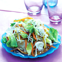 Tostada with salad, cheese and chilli dressing