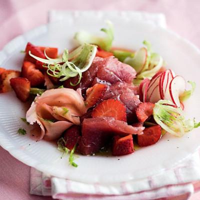 Tuna sashimi and strawberry salad