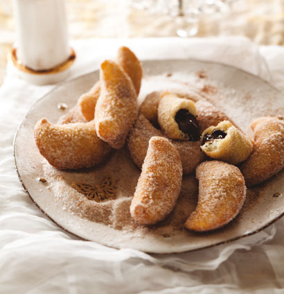 Warm chocolate beignets in cinnamon sugar | Woolworths TASTE