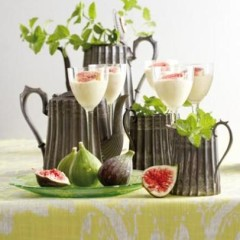 White-chocolate yoghurt with fresh fig and mint