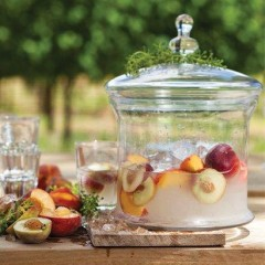 White Spanish sangria with ripe peaches
