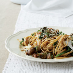 Whole-wheat linguine with spinach & mushroom