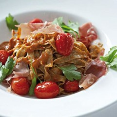 Wholewheat pasta, ham and grilled tomato salad