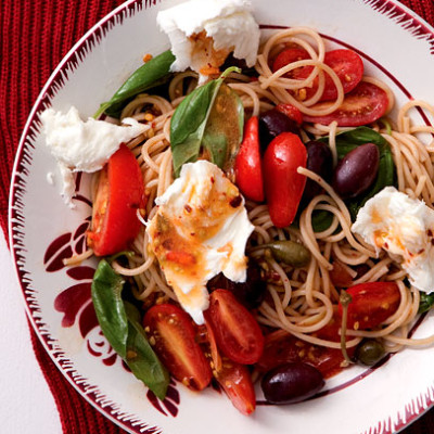 Wholewheat spaghetti tossed with sun-ripened tomatoes, fresh basil and silky mozzarella