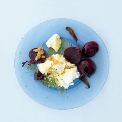 Yoghurt-and-thyme cheese with organic beetroot and thyme honey