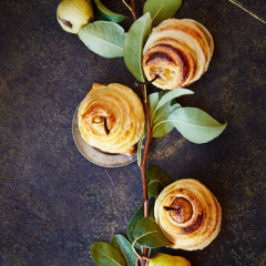 Twirled puff pastry pears