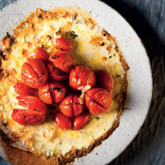 Tomatoes baked in cream and thyme