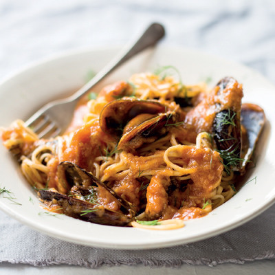 Mussels in roasted tomato and fennel sauce on pasta