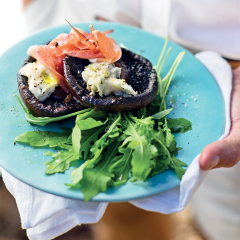 Roast mushrooms with Serrano ham and gorgonzola