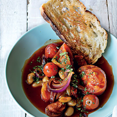 Recipe: tomato, chorizo and butter bean pot with garlic toast