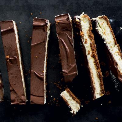 Ginger-and-dark-chocolate cheesecake bars