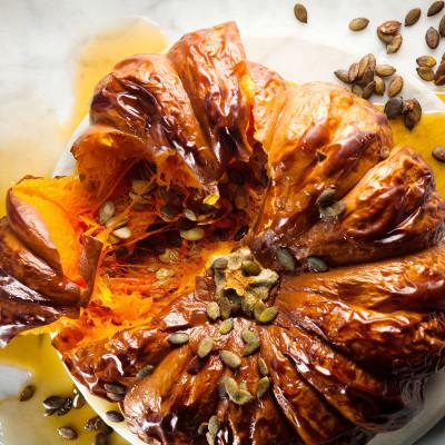 Whole roasted pumpkin with honey and soya-roasted pumpkin seeds