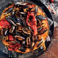 Smoky mussel paella