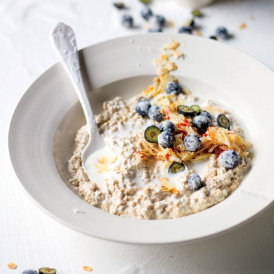 Buttermilk-soaked oats with berries