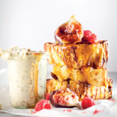 Panettone on the braai with vanilla mascarpone and fruit