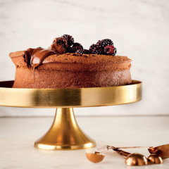 Gluten-and wheat-free chocolate polenta cake