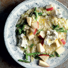 Red apple, asparagus and leek risotto