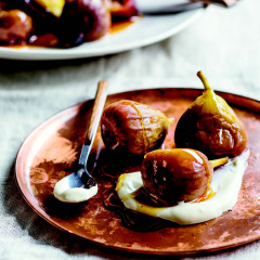 Honeyed figs with sour cream