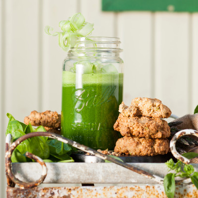 Green juice with oat-and-pistachio breakfast cookies
