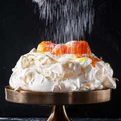 Winter pavlova with toffee Clemengolds