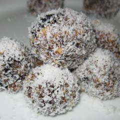 Nut crust fruit mince truffles