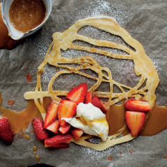 Lacy pancakes with toffee-fudge sauce and strawberries