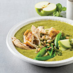 Green chicken curry with mangetout, sugar snaps and apple-chilli-sambal