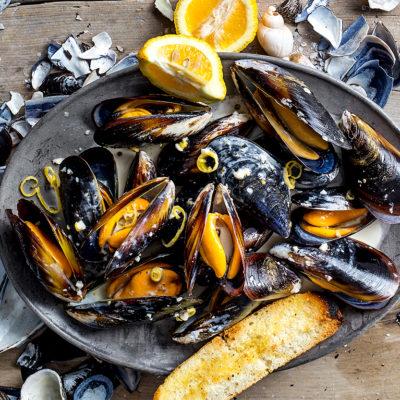 Creamy lemon-pepper mussels