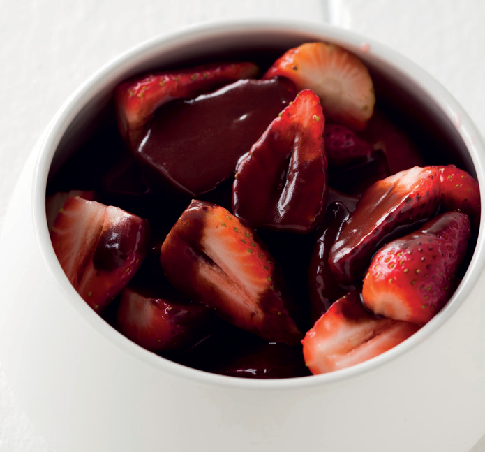 strawberries-with-quick-chocolate-sauce