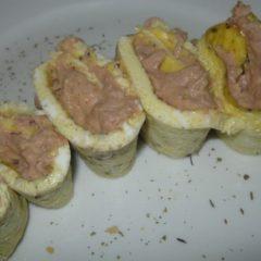 Egg roll-ups with tuna