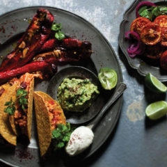 Tacos with spicy chicken con carne