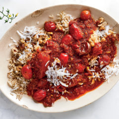 Tomato curry with coconut-hazelnut rice
