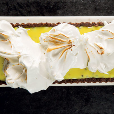 Granadilla tart with Italian meringue