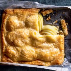 Honeyed pear pie