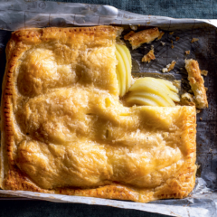 Honeyed pear pie