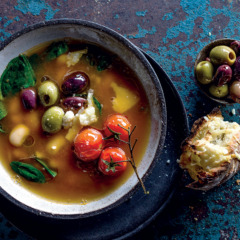 Tomato broth with baby spinach, cannellini beans and olives