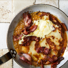 Potato farl with crispy bacon and maple syrup