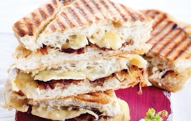 Brie and caramelised onion braaibroodjie recipe