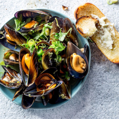 Mussels in beer broth with garlic-mayo toast