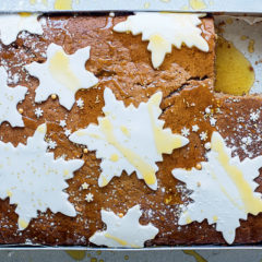 Spiced gingerbread tray cake