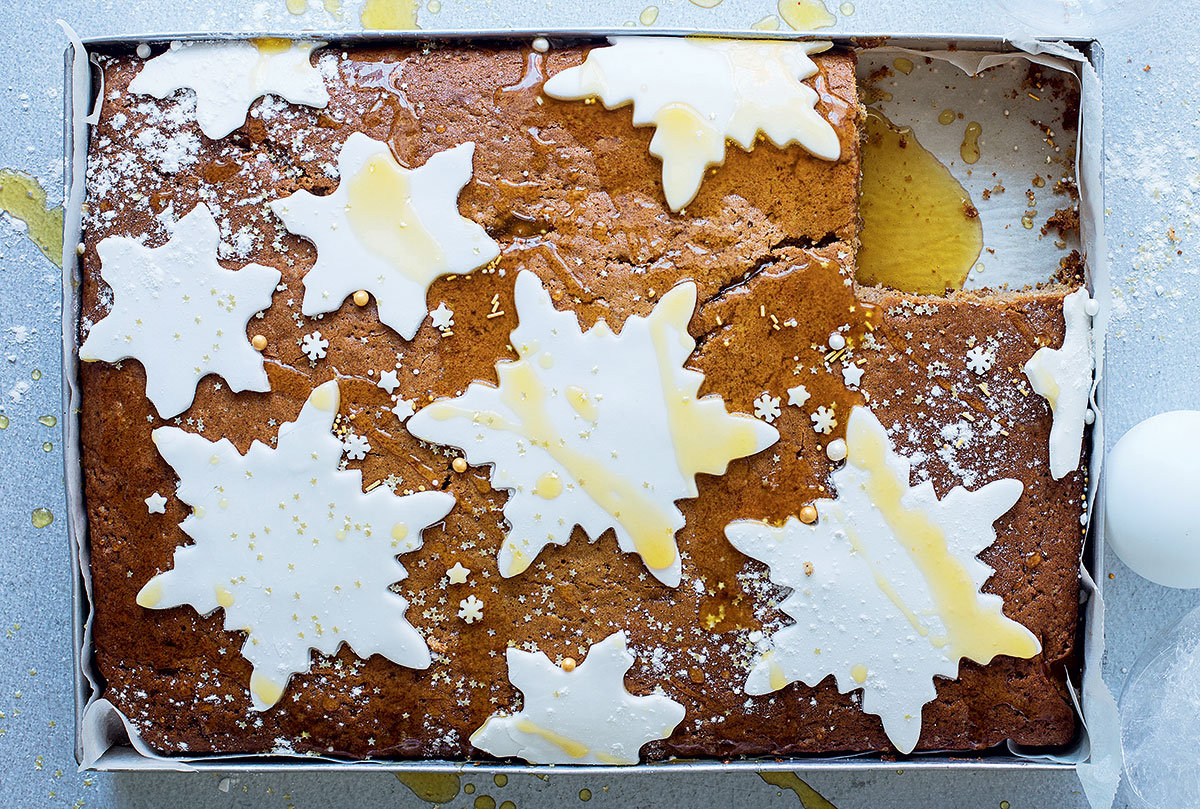 Spiced gingerbread tray cake recipe