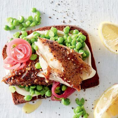 Peppered mackerel and smashed peas on rye toast