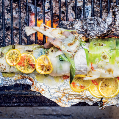 Grilled hake with lemon and chilli