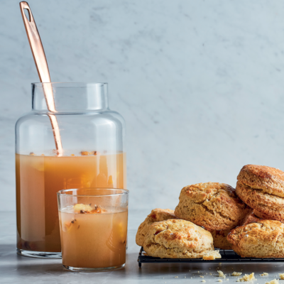 Dikuku le gemer (scones and ginger beer)
